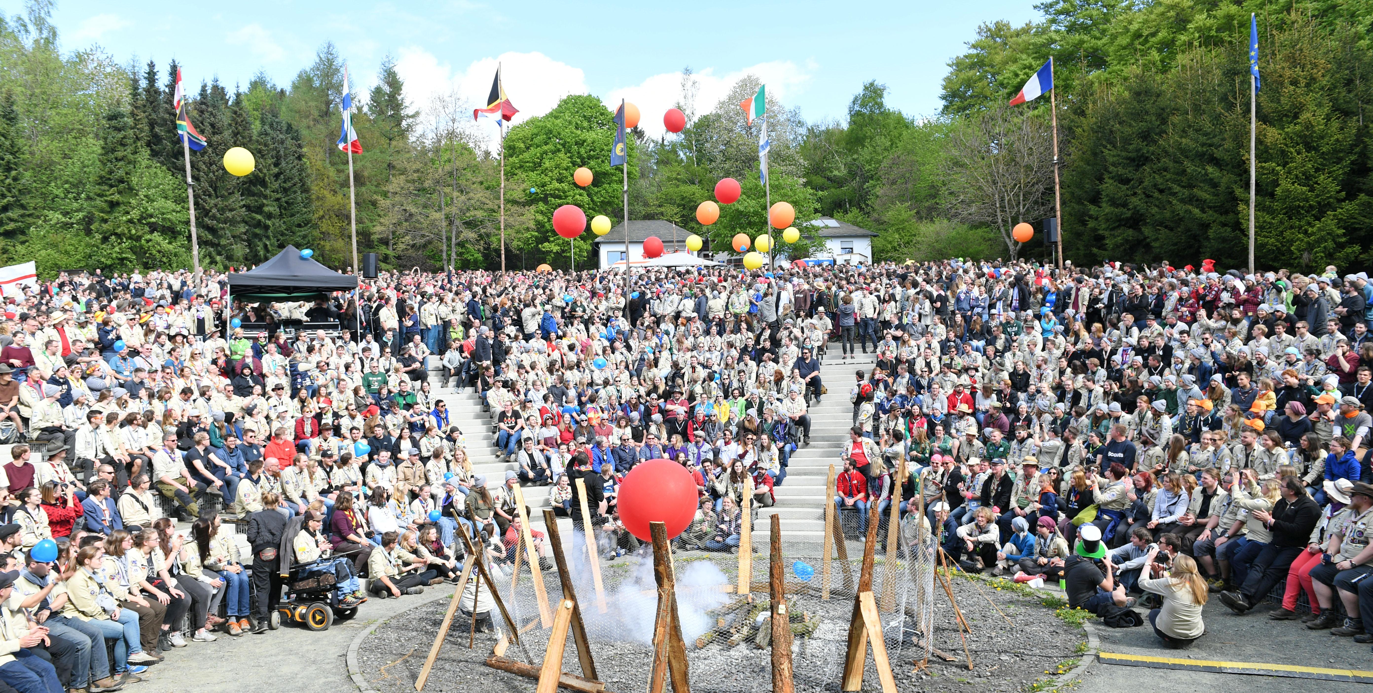 """""""Leuchtfeuer"""" begeistert 3.500 Leiterinnen und Leiter"""